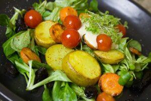 картошка с салатом